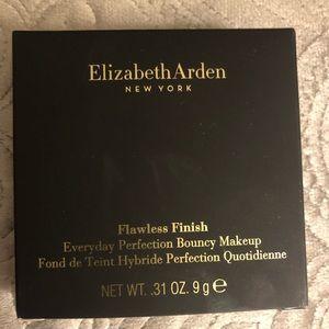 Elizabeth Arden Full Coverage Bouncy Powder Makeup